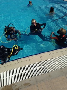 Snorkelling-practice-in-the-pool